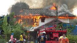 ไฟไหม้บ้านหรูวอดทั้งหลัง เจ้าของฝากเพื่อนบ้านดูแล 18 ปี ไม่เคยกลับมา