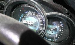 เก๋งซิ่งชนแท็กซี่จอดริมทาง เจ็บสาหัส 2 ราย ไมล์ความเร็วค้างที่ 170