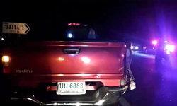 หนุ่มใหญ่ขี่ จยย.ชนท้ายกระบะ ร่างกระเด็นตกถนน เคราะห์ร้ายถูกรถทับซ้ำดับคาที่!