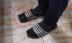 ผู้ปกครองหื่น! เสียบมือถือในรองเท้าแตะ แอบถ่ายใต้กระโปรงนักเรียนหญิง