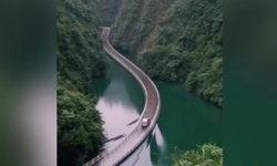 """เผยภาพ """"สะพานกลางน้ำ"""" ในหูเป่ย สวยแปลกจนน่าไปเยือน"""