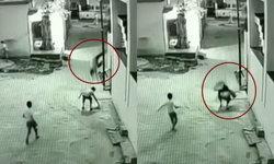 คลิปช็อก เด็กชายอินเดียตกจากชั้น 3 รอดตายเพราะเพื่อนก้มเก็บว่าว