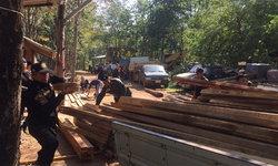 """เจ้าหน้าที่สนธิกำลังจับ """"มอดไม้"""" ได้ผู้ต้องหา 4 คน ไม้ท่อน-ไม้แปรรูป พร้อมของกลางหลายรายการ"""