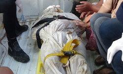 กู้ภัยนำเรือเก็บศพหนุ่มตายปริศนา ลอยติดกองสวะในคลอง-พบประวัติพัวพันยาเสพติด