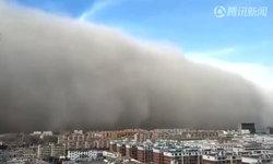 คลิปชวนประหวั่นพรั่นพรึง พายุทรายถล่มกานซู่ กลืนเมืองหายวับ