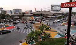 """ฮือฮาทั่วปฐพี เมืองอุดรทดลอง """"เดิน"""" บนสี่แยกพิเศษ เห็นแล้วนึกถึงย่านท่องเที่ยวดังญี่ปุ่น"""