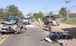 โจ๋ 18 ซิ่งจักรยานยนต์หลุดโค้งชนประสานงากระบะ ร่างลอยขึ้นฟ้าก่อนหล่นลงมาเสียชีวิต!