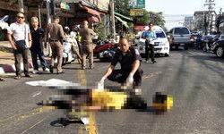 หนุ่มสำนักงานช่างขี่จักรยานยนต์เสียหลักล้ม รถตามหลังเบรกไม่ทันทับซ้ำดับคาที่!