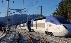 """รถไฟความเร็วสูงเกาหลีใต้ """"ตกราง"""" บาดเจ็บ 14 ราย เจ้าหน้าที่ยังไม่ทราบสาเหตุ"""