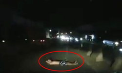 เบรกหน้าทิ่ม! นาทีขวัญผวาเจอชายปริศนา นอนขวางกลางถนนมิตรภาพ (มีคลิป)