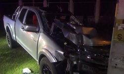 กระบะขับส่ายพุ่งชนรถจอดข้างทาง สองแม่-ลูกหวิดดับ คนขับกระบะเจ็บสาหัส!