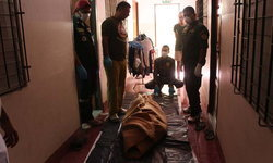 """ห้องอาถรรพ์! หนุ่มใหญ่ตายเปลือยคาหอพัก กู้ภัยเผย """"ปีที่แล้วก็มาเก็บศพที่ห้องนี้"""""""