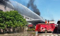 เสียหาย 400 ล้านบาท ไฟไหม้โรงงานผลิตไฟรถยนต์ ที่ปราจีนบุรี