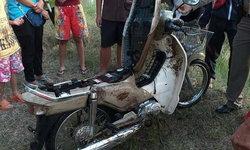 """ผวา! """"โจรดมกาว"""" ตระเวนขโมยจักรยานยนต์ไปโยนทิ้งน้ำ ชาวบ้านวอนเจ้าหน้าที่ช่วยจับด่วน"""