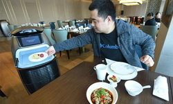 """ล้ำ! อาลีบาบาเปิด """"โรงแรมแห่งอนาคต"""" ดัน AI-หุ่นยนต์ ทำงานแทนมนุษย์"""