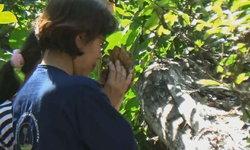 """ศักดิ์สิทธิ์ส่งท้ายปี! คอหวยก้มกราบ """"ต้นจันโบราณ 300 ปี"""" เจ้าของเผยมีนางไม้สิงสถิต"""