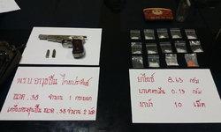 นอภ.คลองหลวง ร่วมฝ่ายปกครองบุกจับผู้ต้องหาซุกปืน-ยาเสพติดย่านหมู่บ้านดัง