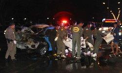 สยองขวัญกลางดึก แท็กซี่พุ่งชนแบริเออร์ไฟลุกท่วม ตายคากองเพลิง