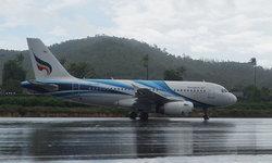 """คลี่คลายฟ้าหลังฝน """"สนามบินเกาะสมุย"""" กลับมาเปิดอีกครั้ง เที่ยวบินเข้า-ออกตามปกติ"""