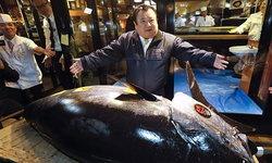"""เจ้าของร้านซูชิดังกระฉ่อน ชนะประมูล """"ทูน่า คิง"""" ราคา 100 ล้านบาท"""