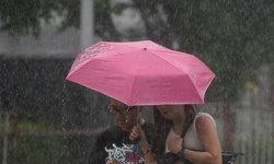 กรมอุตุฯ เตือน ฝนยังหนักในภาคใต้ ส่วนคนกรุงร้อยละ 60 ของพื้นที่เตรียมพกร่ม