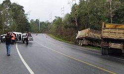 """""""ฝนหลงฤดู"""" ทำลำปางป่วนหนัก วันเดียวเกิดอุบัติเหตุทางถนนกว่าสิบแห่ง-คนเจ็บอื้อ"""