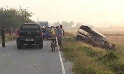 ประสานงา-2 แถวขนนักเรียนหักหลบกิ่งไม้ พุ่งชนรถตู้ส่งนักเรียนเจ็บ 5 ราย