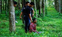 """ตำรวจวิ่งไล่กวด """"พ่อค้ายา"""" รวบทันควันหลังสวนยางฯ ตรวจพบซุกยาบ้า 82 เม็ด"""