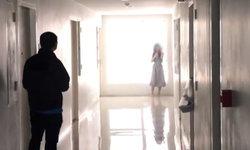 สาวช้ำใจคลั่ง ยืนกรีดแขนตัวเองคาคอนโดฯ ตำรวจกล่อมกว่า 2 ชั่วโมง