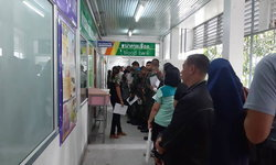 คนไทยไม่ทิ้งกัน! แห่บริจาคเลือดยื้อชีวิต 2 ตำรวจเหยื่อบึ้มปัตตานี คิวยาวล้นโรงพยาบาล