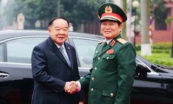 """""""บิ๊กป้อม"""" นำคณะเยือนเวียดนามอย่างเป็นทางการ กระชับสัมพันธ์ทางทหาร"""