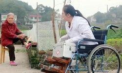 """แพทย์สาวไร้ขา """"เดินด้วยมือ"""" รักษาชาวบ้านชนบท 17 ปี ชะตากลั่นแกล้ง ป่วยโรคร้าย"""