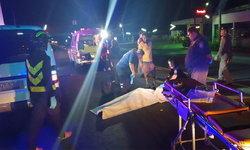 หนุ่มเบญจเพสซิ่งบิ๊กไบค์ เสียหลังชนท้ายรถบรรทุกดับคาที่