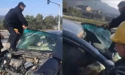 กดไลค์ ตำรวจจีนทุ่มสุดตัว งัด-ดึงกระจกมือเปล่า ช่วยคนเจ็บติดซากรถชน