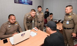 """""""บิ๊กโจ๊ก"""" โชว์จับแก๊ง 5 หนุ่มไทย อุ้มลักพาตัวชาวสิงคโปร์ เรียกค่าไถ่ 3.5 แสน"""