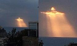 มหัศจรรย์แสงลอดก้อนเมฆ! คล้ายพระเยซู ชาวอิตาลีฮือฮา แห่แชร์ลงโซเชียล