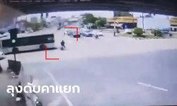 ลุงขี่มอเตอร์ไซค์ขับผ่านสี่แยกตอนไฟเขียว รถเมล์สาย 337 ซิ่งฝ่าไฟแดงพุ่งชนดับ (คลิป)