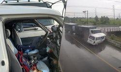 เปิดคลิปสลด นาทีรถพ่วงชนรถตู้รับส่งนักเรียน ตาย 1 เจ็บ 6 ราย