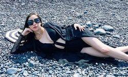 """""""นาตาลี"""" สวยเซ็กซี่มาก ท้อง 4 เดือนครึ่ง ใส่ชุดว่ายน้ำนอนโพสท่าบนหิน"""