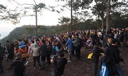วันหยุดยาวคนแห่เที่ยวภูกระดึง แน่นขนัดกว่า 2 พันคน ชาวเน็ตขอแซวนึกว่ามาชุมนุม