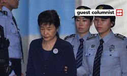 จำคุกพักกึนฮเย บอกอะไรเราถึงประชาธิปไตยและความเจริญหลังสงครามของเกาหลีใต้