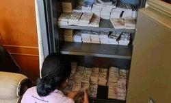 บุกค้นบ้านลูกชายอดีต ส.ส.สงขลา เปิดเว็บพนัน อึ้ง! เจอเงินในตู้เซฟกว่า 20 ล้าน
