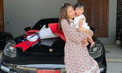 """""""ใบเตย"""" อวดรถคันใหม่ป้ายแดง เลขทะเบียนสวยต้อนรับวันเกิด 33 ปี"""