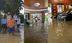 """#น้ำท่วมสุโขทัย อ่วม! """"สมศักดิ์-น้องสาว"""" ไม่รอด น้ำทะลักเข้าบ้านหรู โต้ขี่หลังหนีน้ำ"""