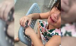 """""""น้องมียา"""" ลูกสาวเติ้ล ตะวัน เล่นจนได้เรื่อง! นิ้วติดรูเก้าอี้ ร้องไห้น้ำตาอาบสองแก้ม"""