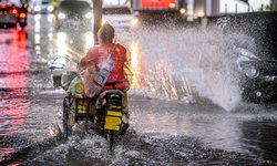 พยากรณ์อากาศวันนี้ กรมอุตุฯ เตือนฝนถล่มหนักทั่วไทย 51 จังหวัด กทม.-ปริมณฑล ไม่รอด