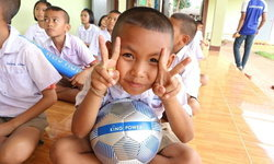 สานฝันวันเด็ก 2563 คิง เพาเวอร์ แจกลูกฟุตบอลทั่วไทยกว่าอีกแสนลูก