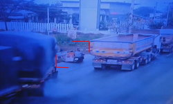 เปิดคลิปรถพ่วงซิ่งนรก พลิกคว่ำทับซาเล้งพาหลวงลุงกลับจากบิณฑบาต คร่าชีวิต 2 ศพ