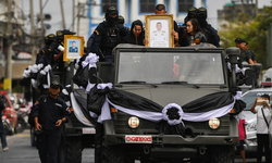 ในหลวง โปรดเกล้าฯ พระราชทานยศ 3 ตำรวจ ฮีโร่ระงับเหตุกราดยิงโคราช