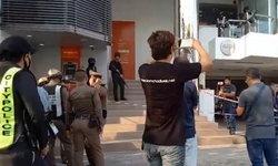 คนร้ายบุกเดี่ยวปล้นธนาคารดังเมืองระยอง ยิงข่มขู่เปิดทางก่อนขึ้นรถเก๋งหลบหนี